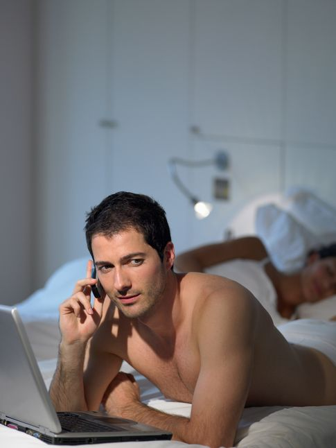 Foto: A pesar de que el hombre ya no necesita ser infiel, aún se comporta como sus antecesores. (Corbis)