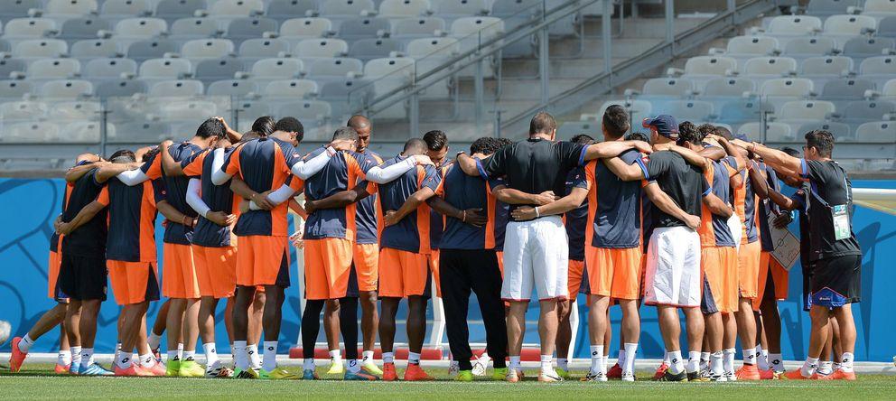 Foto: Conjura de los jugadores de Costa Rica antes de un entrenamiento. (Reuters)