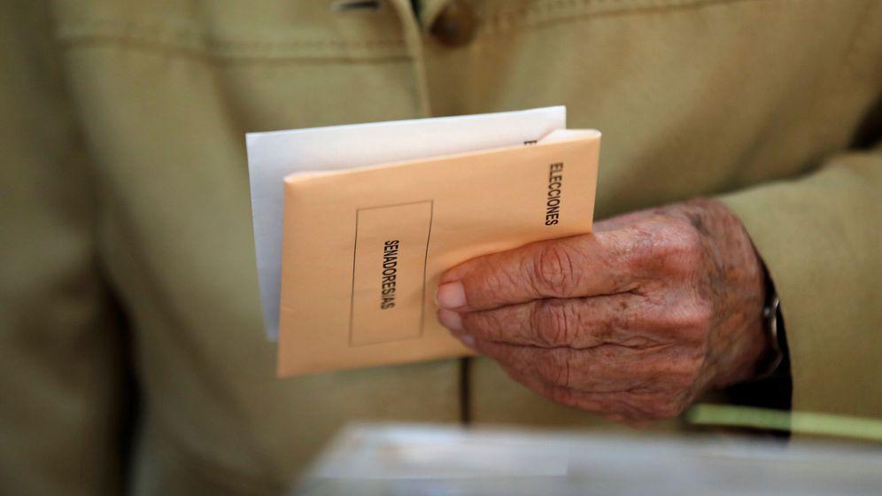 Foto: Mesa electoral en Sevilla. (Reuters)