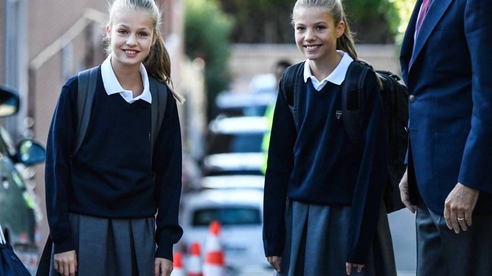 Foto: Leonor y Sofía, en su primer día de curso. (Limited Pictures)