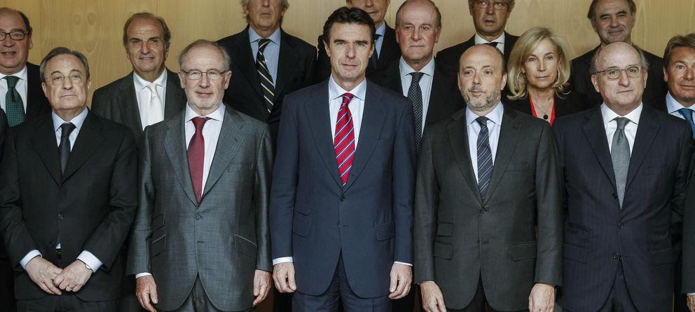 Foto: Javier Monzón, a la derecha del ministro de Industria. (EFE)