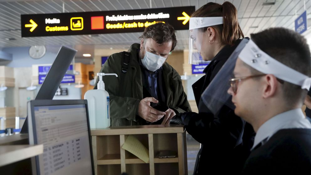 Sin asientos vacíos, pero con mascarillas obligatorias: así serán los viajes en avión