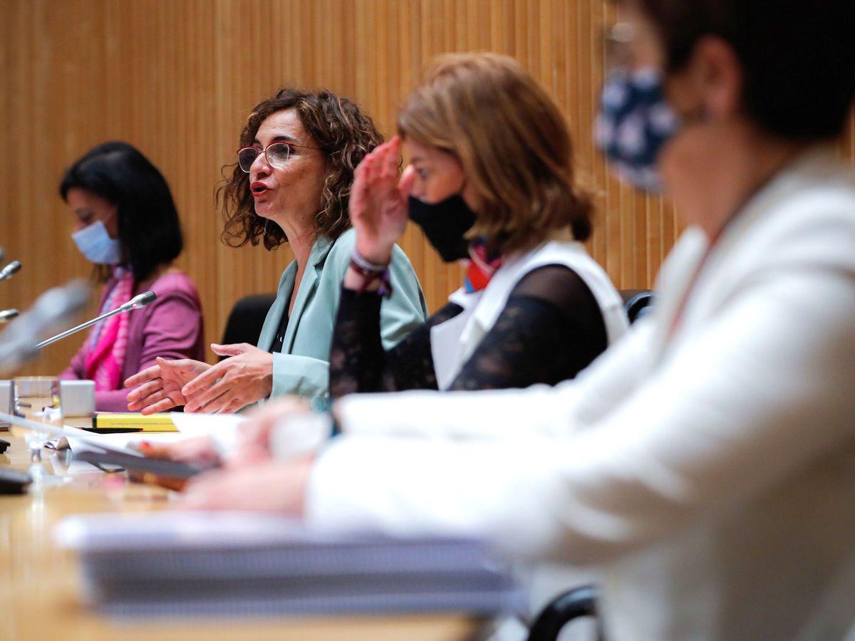Foto: La ministra de Hacienda, María Jesús Montero (2-i), presenta este miércoles en el Congreso los Presupuestos Generales del Estado de 2021. (EFE)