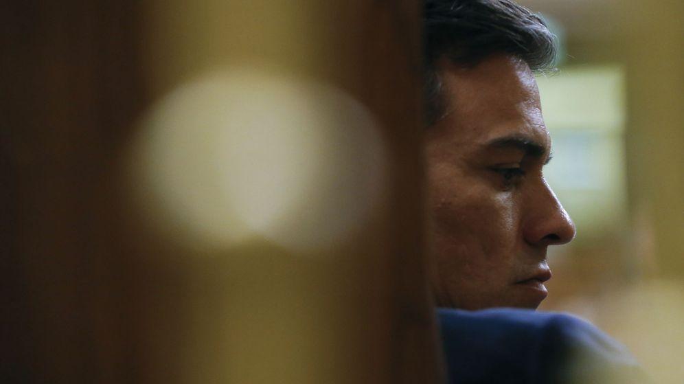 Foto: El secretario general del PSOE, Pedro Sánchez, en la segunda jornada del debate de investidura. (EFE)