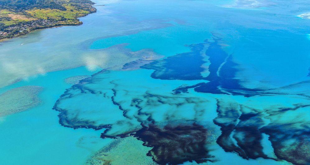 Foto:  Derrame de petróleo en Mauricio después de que un buque golpeara los arrecifes de coral. (Reuters)