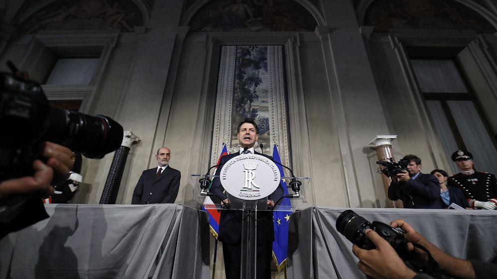 Foto: Giuseppe Conte habla ante la prensa tras ser nombrado primer ministro. (EFE)