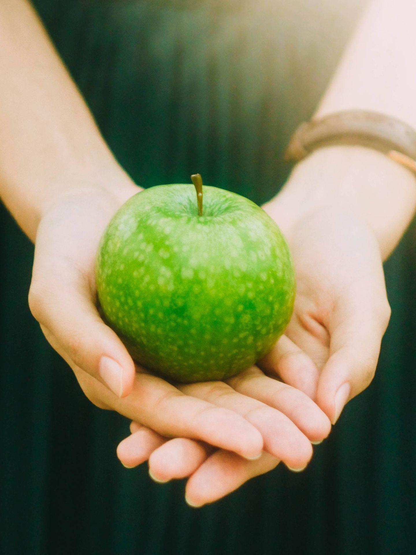 Manzanas, estupendas en tu dieta para adelgazar. (Jony Ariadi para Unsplash)