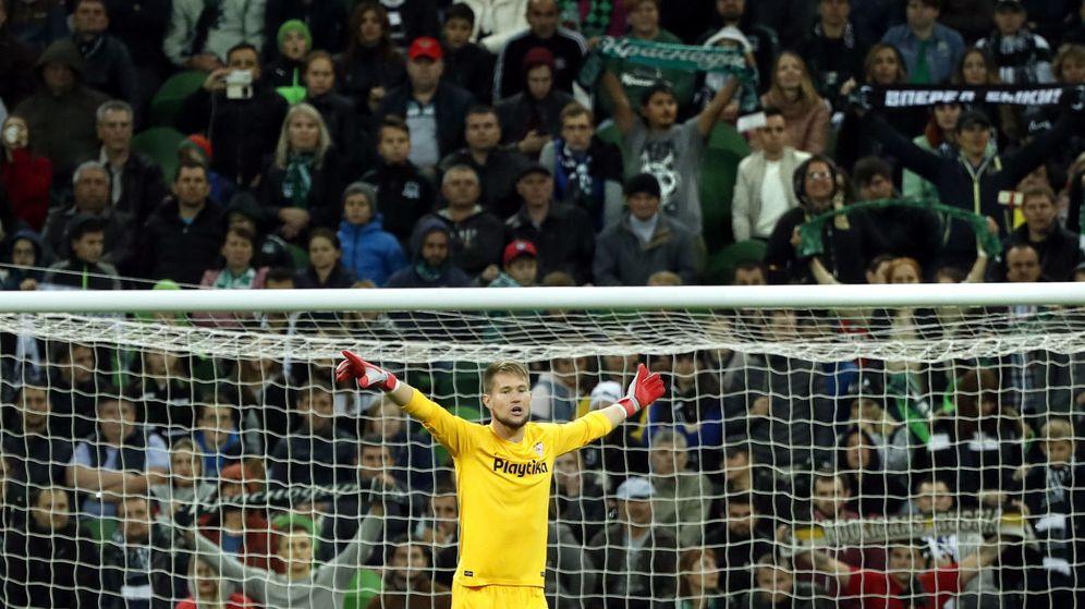 Foto: Tomas Vaclik, en un partido del Sevilla. (EFE)