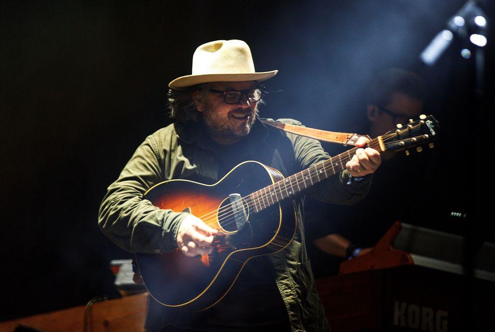 Foto: Jeff Tweedy durante su concierto en el Azkena el sábado. (EFE)