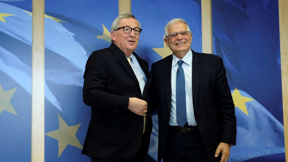 Foto: Jean-Claude Juncker y Josep Borrell. (Reuters)