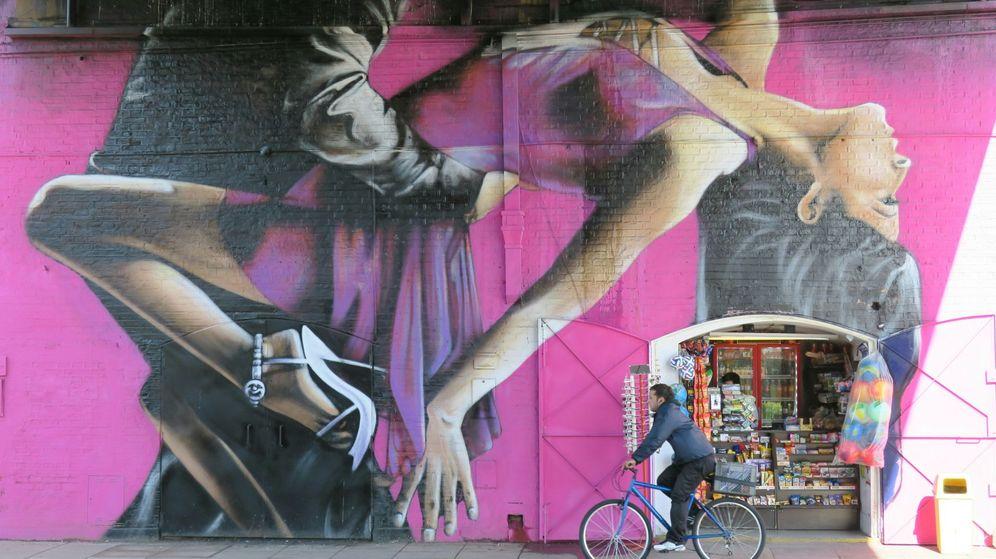 Foto: Mural de bailarines en las calles de Buenos Aires. (EFE)