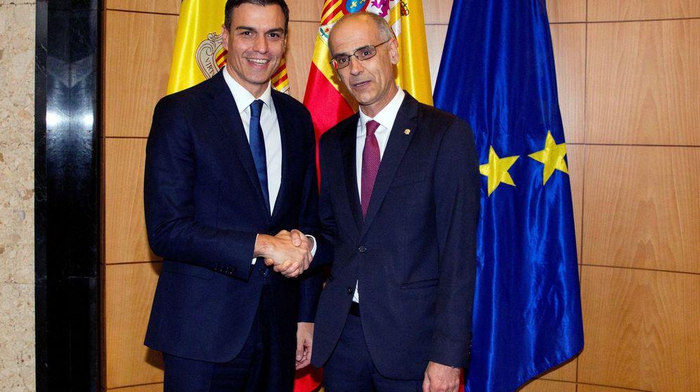 Foto: El presidente del Gobierno de España, Pedro Sánchez (i) y el jefe de Gobierno de Andorra, Antoni Martí (d). (EFE)