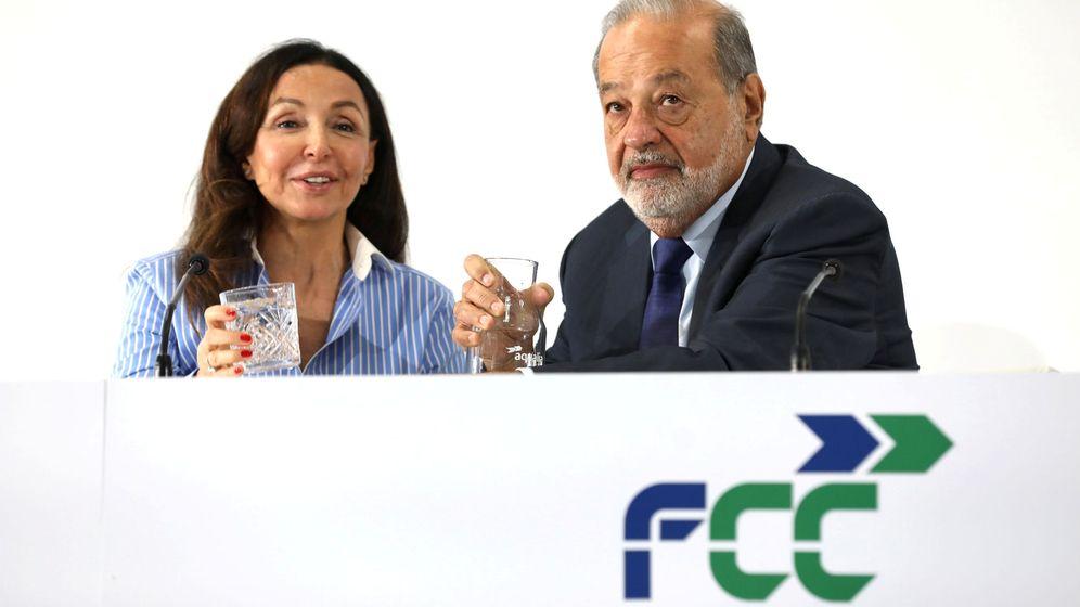 Foto: Carlos Slim y Esther Koplowitz en la rueda de prensa de FCC el pasado agosto. (Reuters)