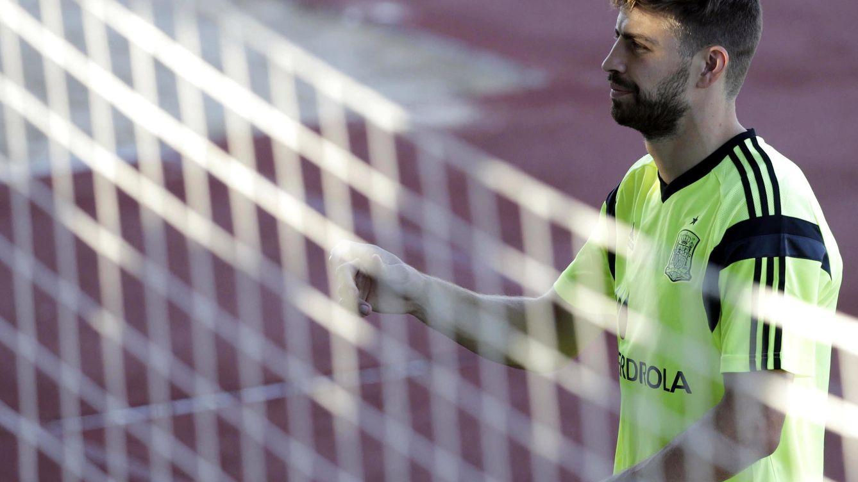 Los pitos a Piqué debieron ser porque había más gente del Madrid que del Barça
