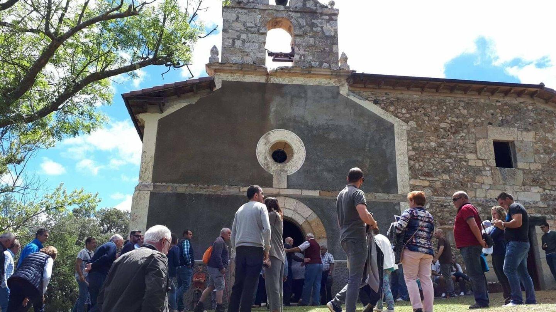 Celebración, ya sin campana, en Santa Isabel de Villamor. (M.A.R.)