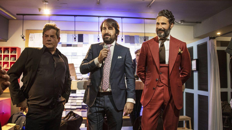 Jorge Sanz, Emilio Colomina y Óscar Higares, en uno de los momentos de la subasta. (La Fábrica de Camisas)