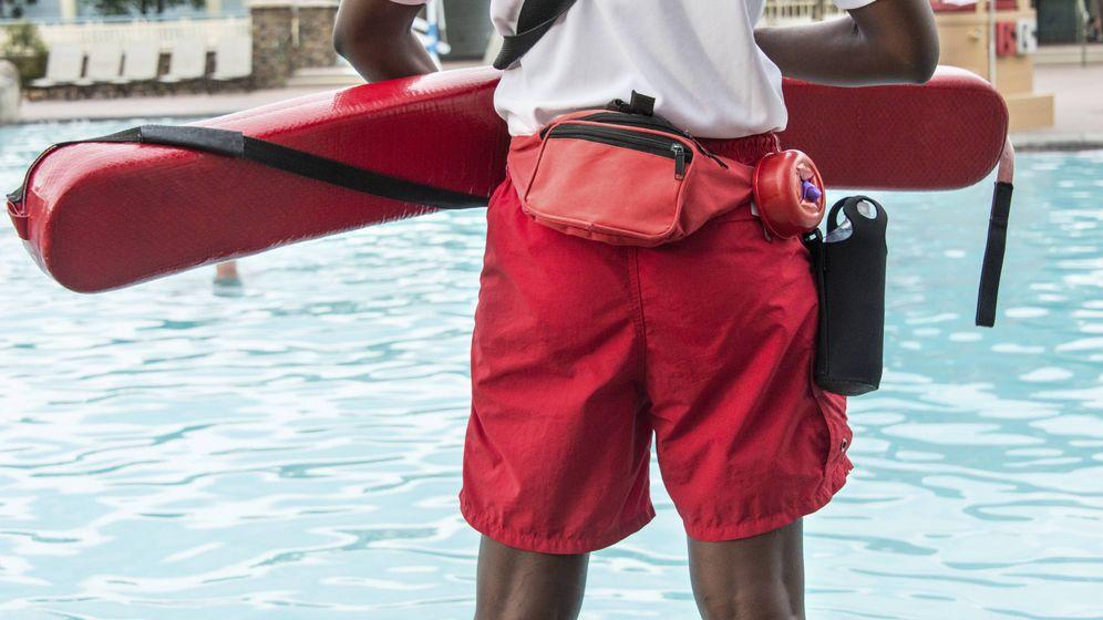 Foto: Vivo en una urbanización con piscina, ¿es obligatorio contratar un socorrista? Foto: Istockphoto