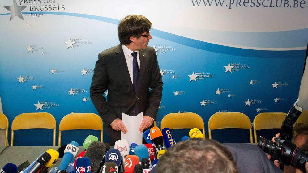 Foto: Rueda de prensa de Carles Puigdemont en Bruselas, este martes. (EFE)