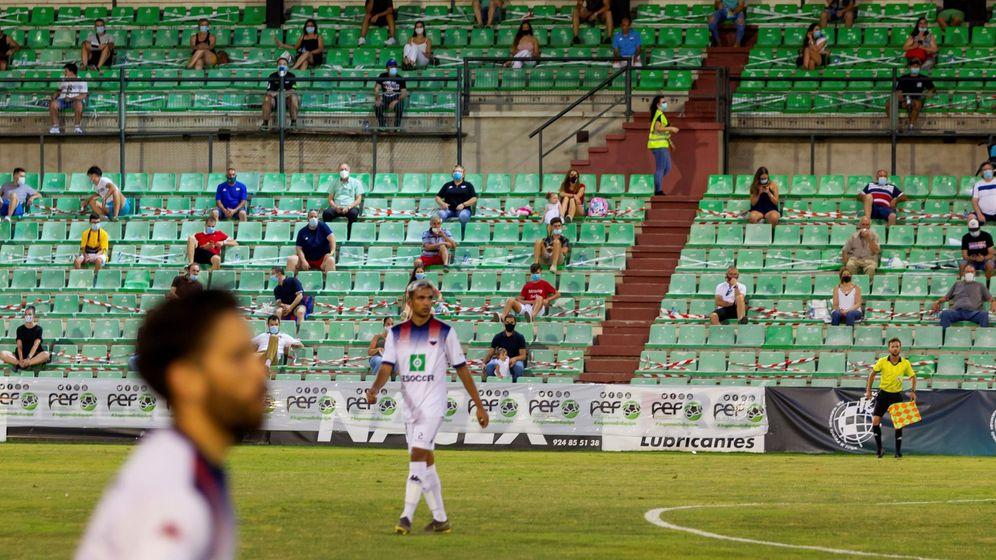 Foto: Imagen del partido Extremadura-Villanovense, playoff de ascenso a Segunda B, el pasado día 18. (EFE)