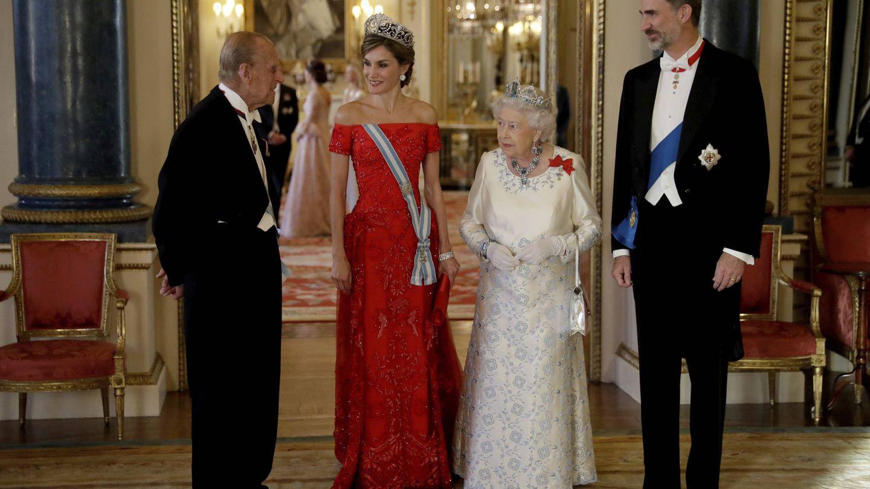 Los Reyes en Buckingham. (Reuters)