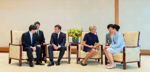 Post de Brigitte Macron contagia su 'blue obsession' a su marido y los emperadores de Japón