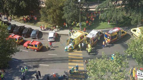 Un muerto, ocho heridos y dos atrapados al derrumbarse parte del hotel Ritz