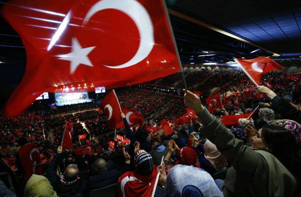 Foto: Discuso del primer ministro turco Binali Yildirim en Oberhausen, Alemania, el 18 de febrero de 2017. (Reuters)