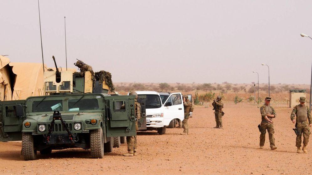 Foto: Miembros de la Fuerza Aérea de EEUU de la base alemana de Rammstein, en Níger, preparándose para su despliegue en Agadez, en 2016. (US Air Force)