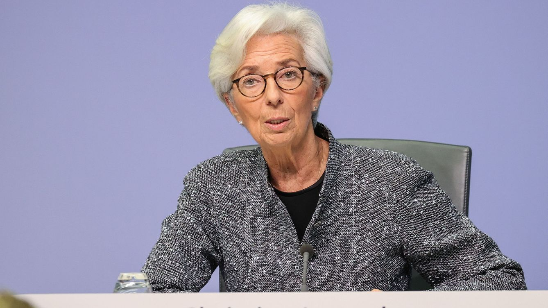 Foto: Christine Lagarde explicando las medidas en rueda de prensa. (Efe)