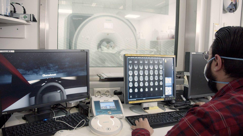 La investigación que Ford está desarrollando en Alemania somete a los participantes a una simulación de conducción en autopista por la noche, y analiza sus reacciones a situaciones imprevistas.