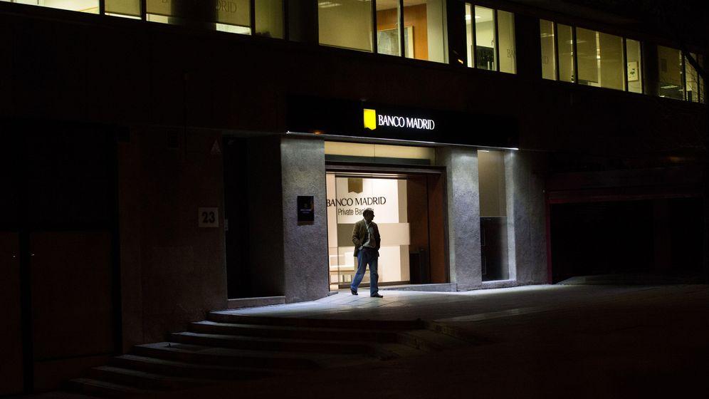 Foto: La entrada a la sede principal de Banco Madrid. (Pablo López Learte)
