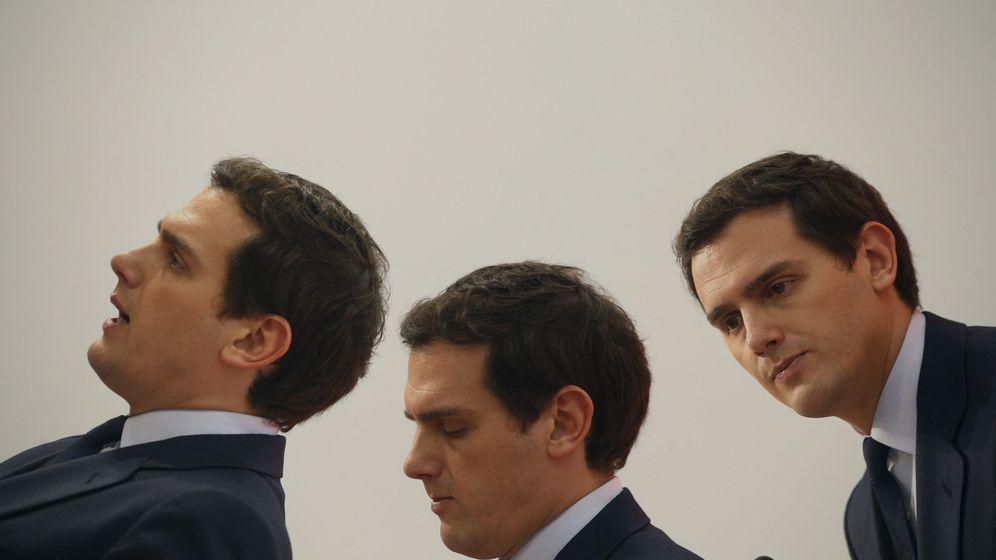 Foto: El presidente de Ciudadanos, Albert Rivera, durante la rueda de prensa ofrecida al término de la ejecutiva del partido este lunes. (EFE)