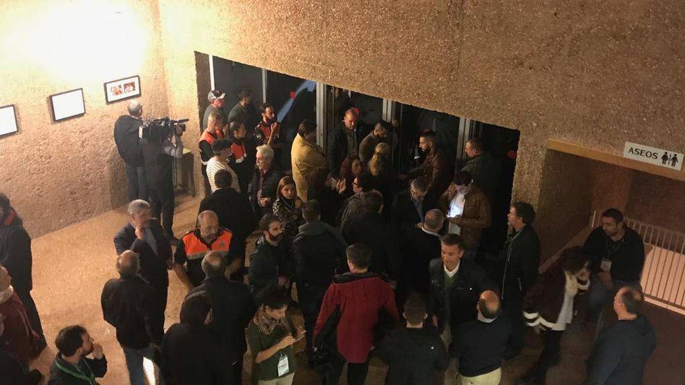 Un grupo de taxistas con actitud violenta 'revienta' el acto de Díaz en Sevilla