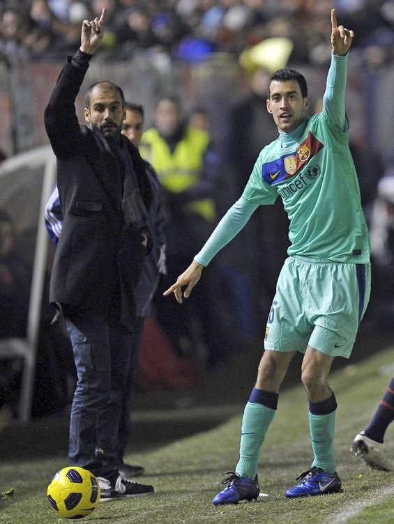 Foto: Pep Guardiola y Sergio Busquets, durante un partido del Barça. (EFE)