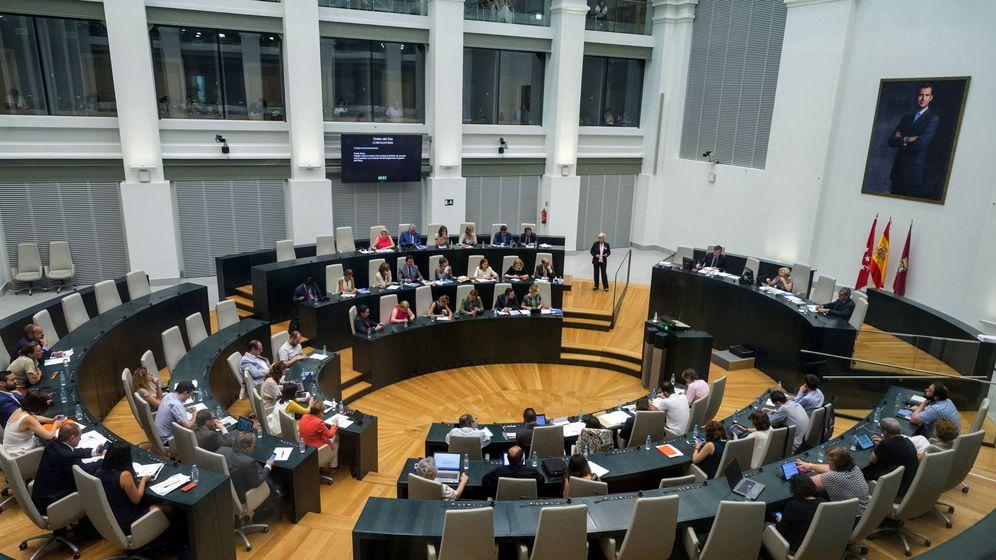 Foto: Vista general del salón del plenos del Ayuntamiento de Madrid donde se celebró el debate sobre el estado de la ciudad, primero para Manuela Carmena. (EFE)