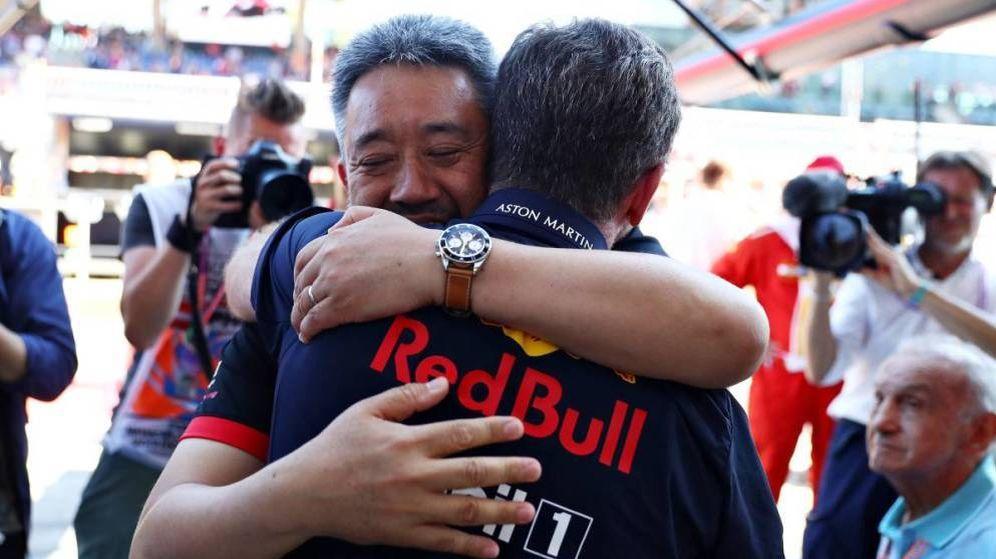 Foto: El abrazo de los jefes de Red Bull y Honda (Honda)