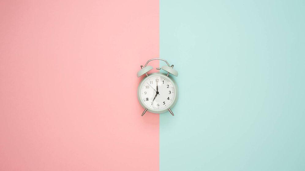 Foto: Toca cambiar la hora... y poner a punto tu piel. (Unsplash)