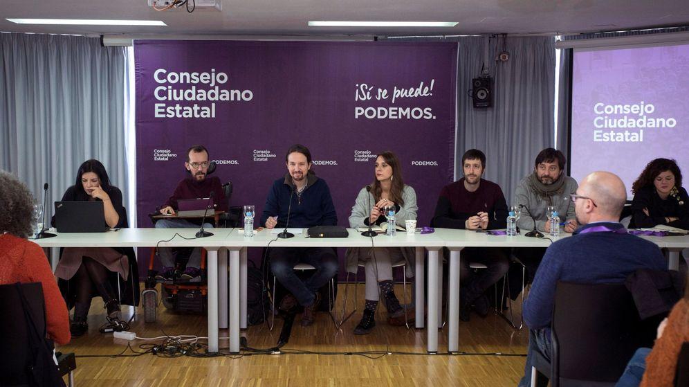 Foto: El secretario general de Podemos, Pablo Iglesias (c), durante la reunión de urgencia del Consejo Ciudadano Estatal del partido. (EFE)