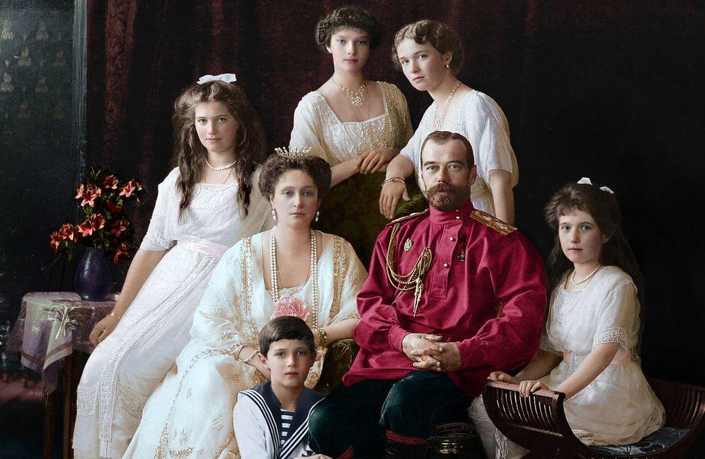Foto: Imagen clásica del zar Nicolás II con su familia coloreada por la artista Olga Shirnina