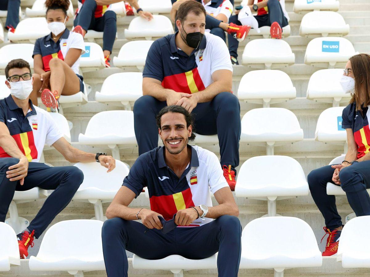Foto: Mohamed Katir, en el acto de despedida del equipo olímpico de atletismo antes de salir hacia Tokio. (EFE)