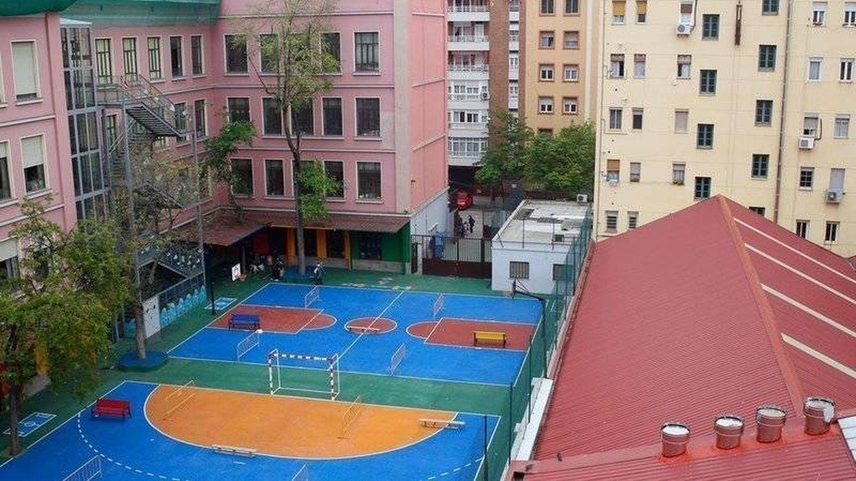 Hay 12 cocinas fantasma junto al patio del colegio: el 'delivery', sin freno en Madrid