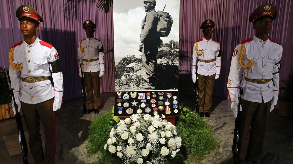 Foto: Vista del altar en homenaje a Fidel Castro en la plaza de la Revolución de La Habana. (EFE)