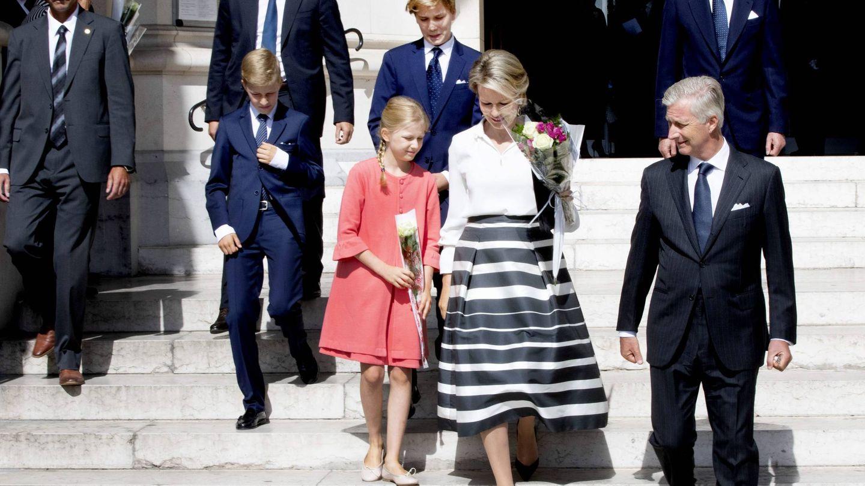 Los reyes, con sus hijos y el gran duque de Luxemburgo. (Cordon Press)
