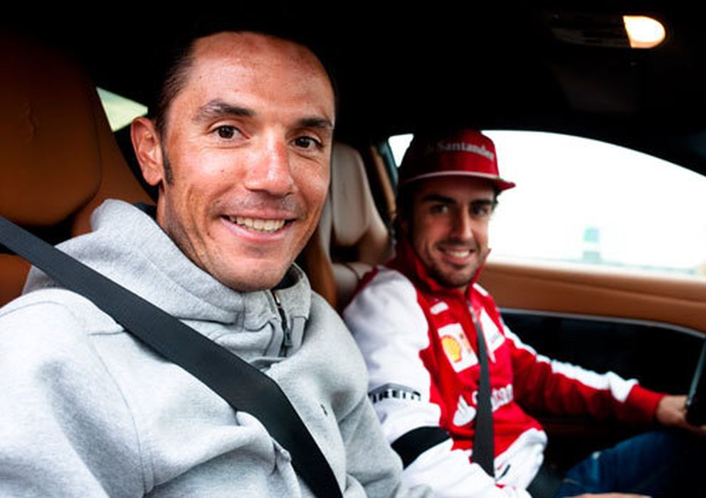 Foto: Purito y Alonso en un paseo que le dio el piloto asturiano (Ferrari).