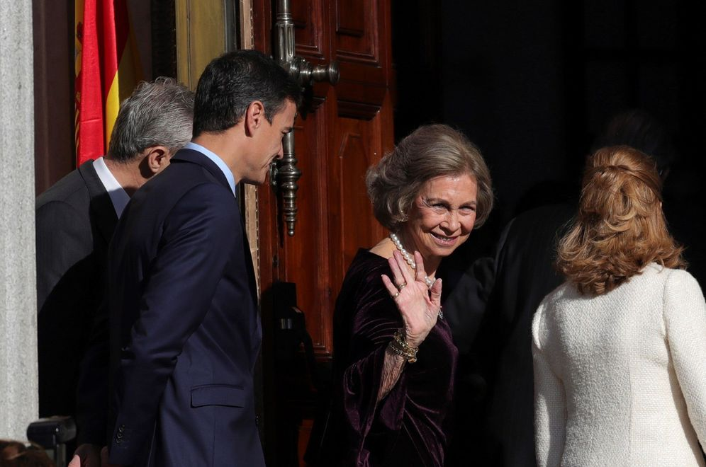 Foto: Pedro Sánchez, con la presidenta del Congreso y la reina Sofía, este 6 de diciembre en el Congreso. (EFE)