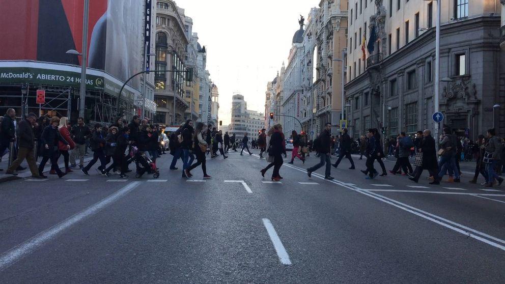 Ampliar aceras y carril bici: Carmena peatonalizará Gran Vía para siempre en 2017