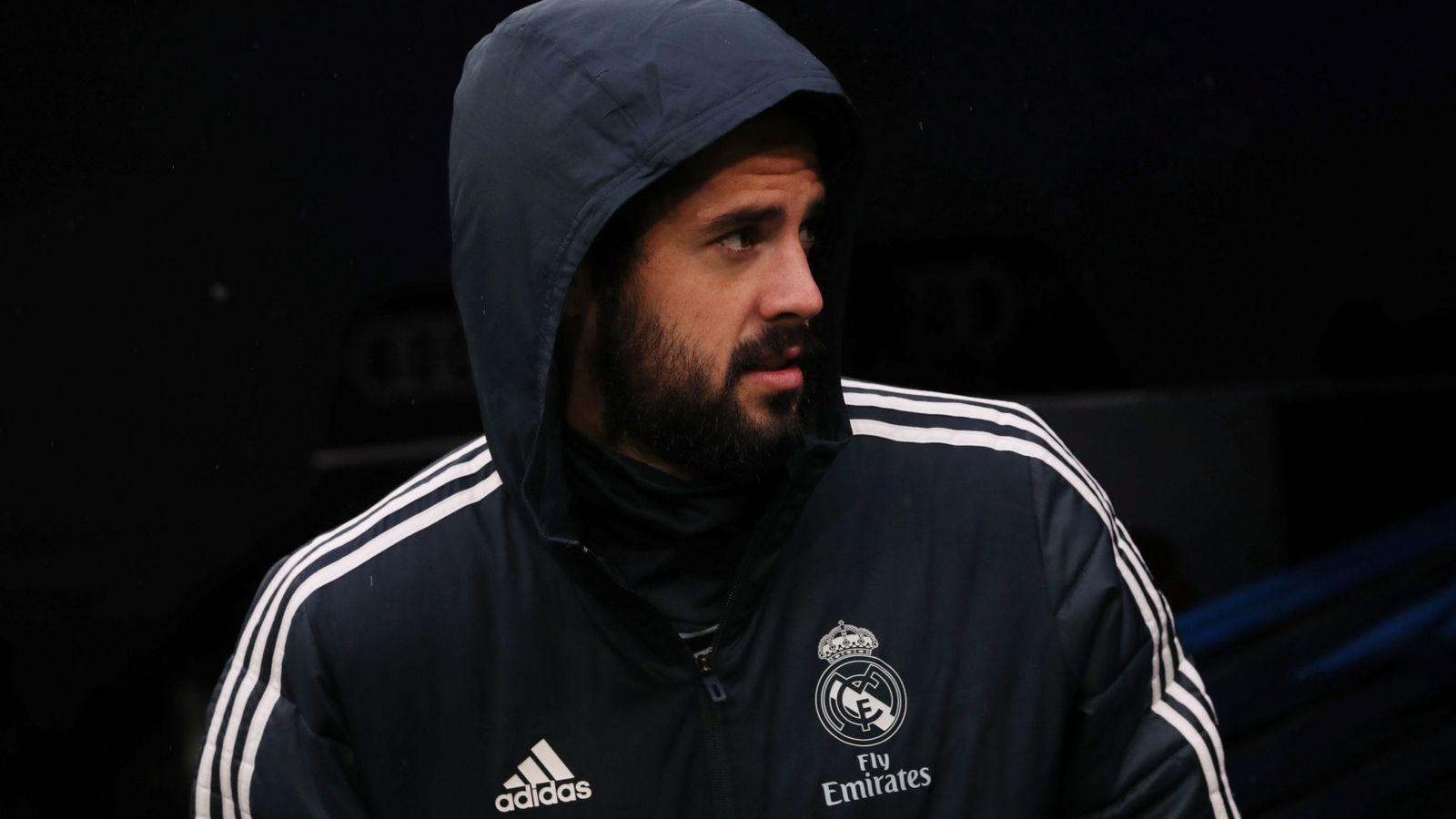 Foto: Isco, en el banquillo del Santiago Bernabéu. (EFE)