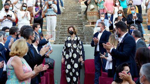 La reina Sofía desvincula del emérito su look más sorprendente: gran ovación en solitario