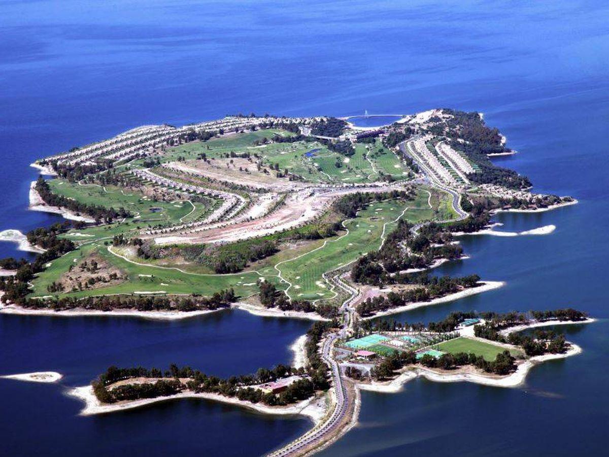 Foto: Vista aérea de la isla de Valdecañas, en el pantano del mismo nombre.