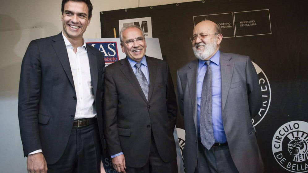 Foto: Pedro Sánchez, Alfonso Guerra y José Félix Tezanos, en una imagen de archivo. (EFE)